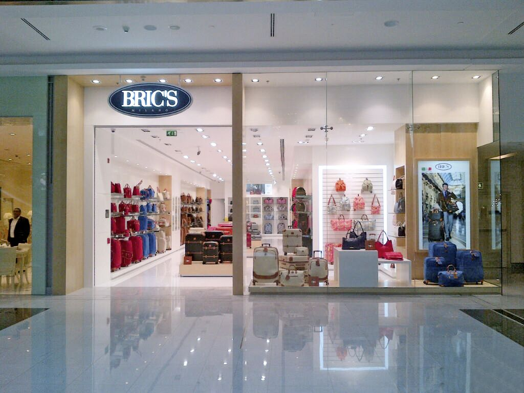 BRIC'S Luggage Store in Italy